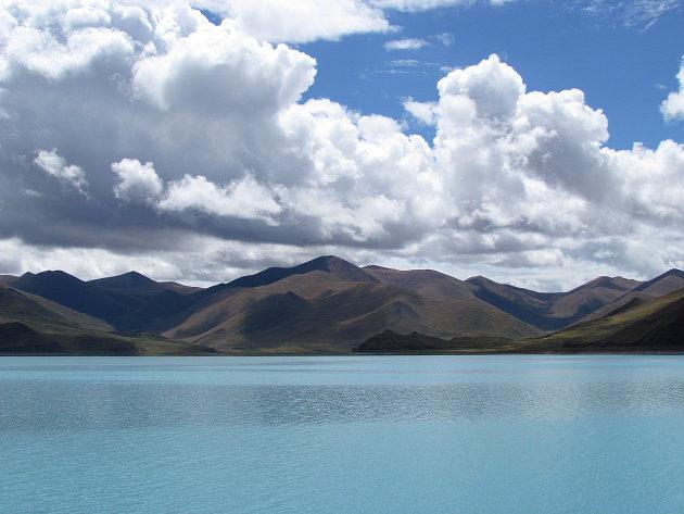 wolken boven heilig meer