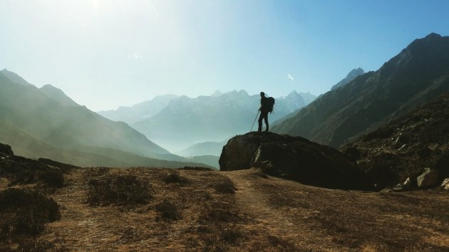 Hiken in Khumbu Vallei onderweg naar het basiskamp van de Mount Everest