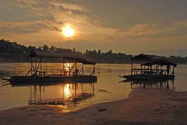 Avond over de Sekong rivier