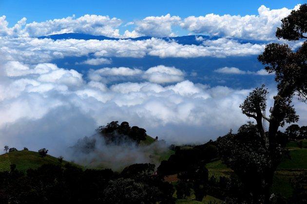De weg naar vulkaan Irazu