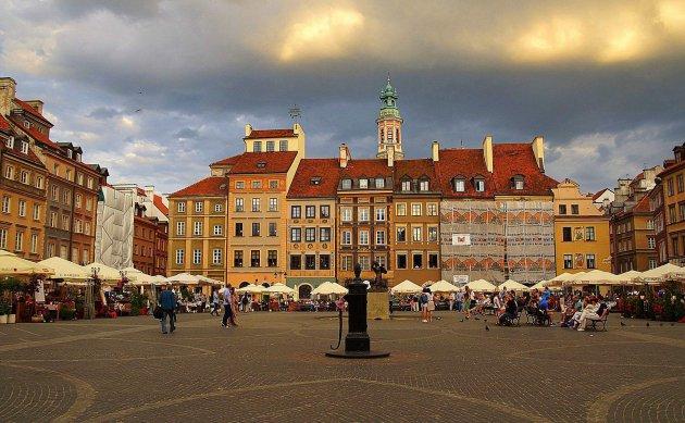 Avondlicht op het marktplein in de Oude Stad