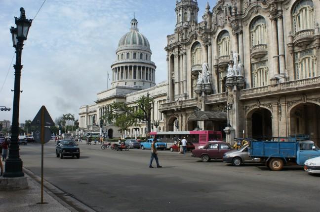 Straatbeeld Havana bij El Capitolio