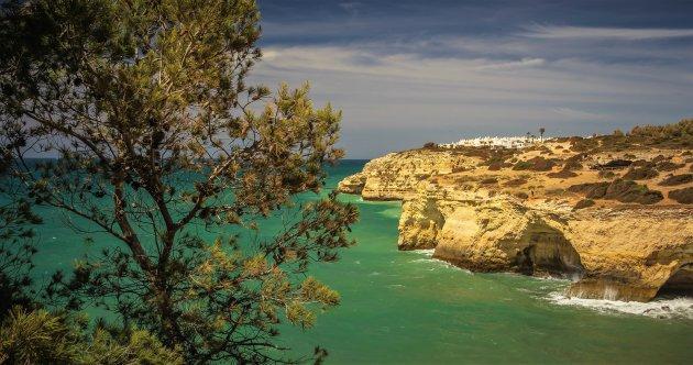 De omgeving van Praia da Marinha