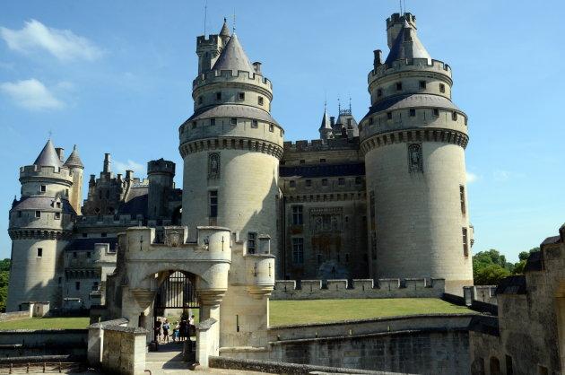 Nieuw kasteel tussen oude muren