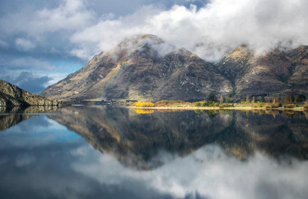 Reflecties in Glendhu Bay