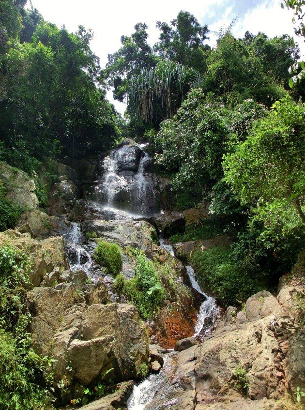 De waterval van Na Mueang 2
