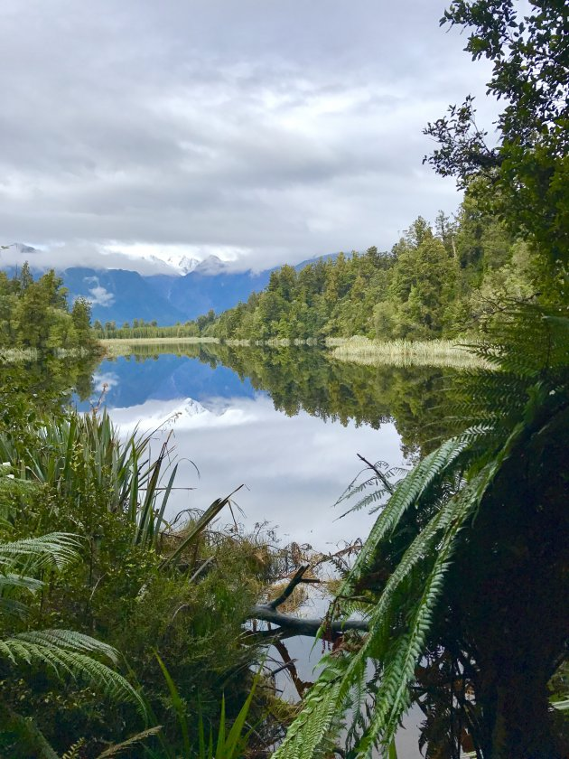 Genieten van rimpelloos Lake Matheson