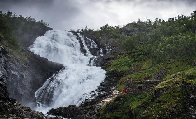 Huldra bij de waterval