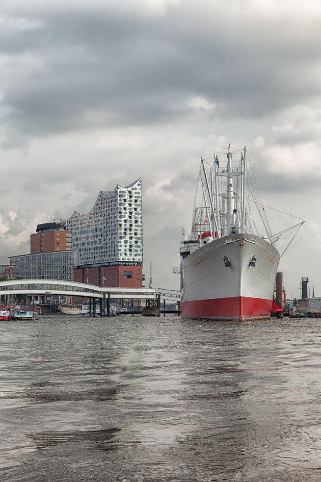 Bruisend deel van Hamburg: het havengebied