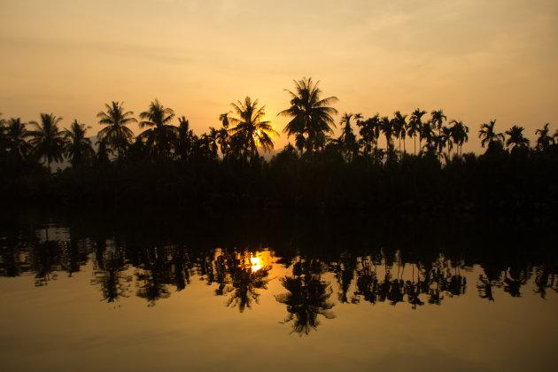 Een zonsondergang boottocht in Kampot