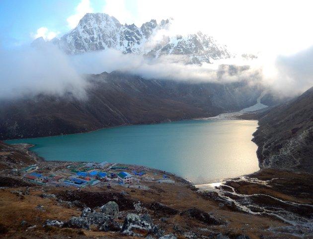 De blauwe meren van het Himalaya gebergte