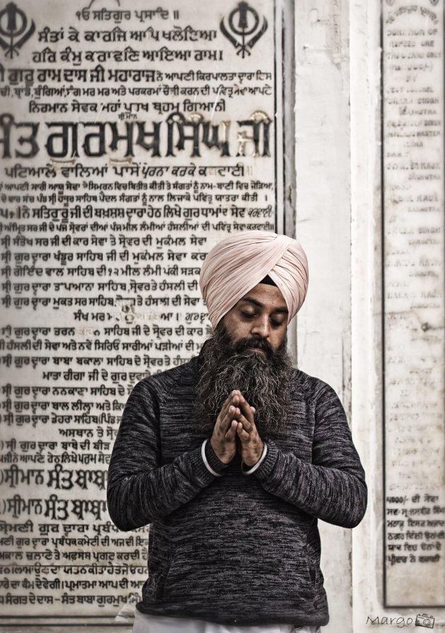 In gebed in Amritsar