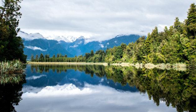 De beroemde reflecties van Lake Matheson