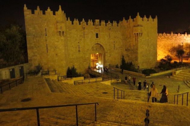 Damascuspoort bij avond