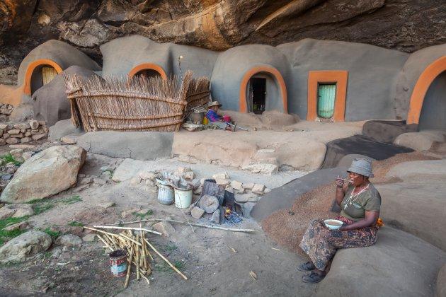 De laatste bewoners van de Ha Kome grotwoningen