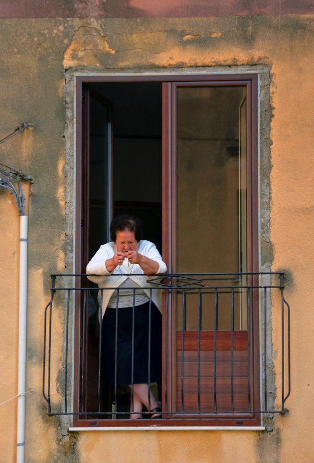 Rozenkrans bidden op je balkonnetje