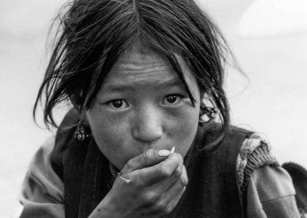 Een versnapering bij de Jokhang tempel