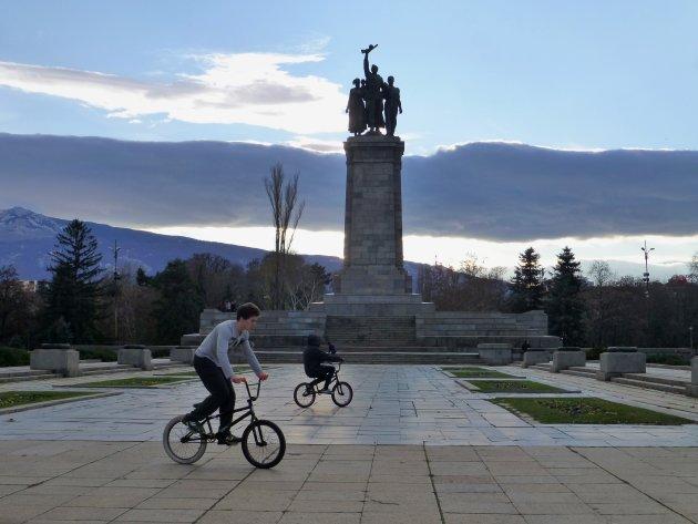 Bikers bij Sovjet Army Monument