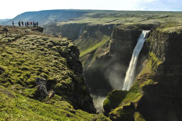 Genieten van de Haifoss waterval in IJsland