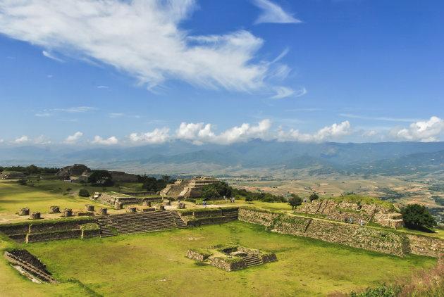 Monte Alban kijkt over de Oaxaca vellei uit