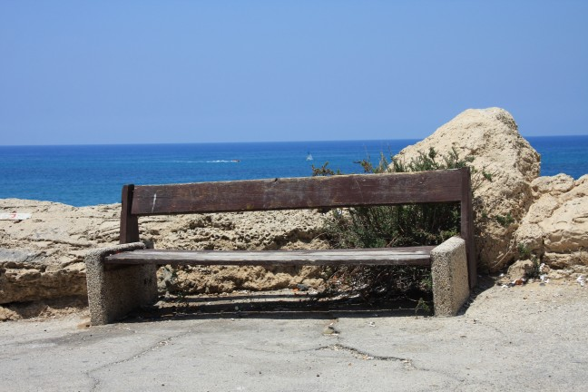 bankje langs de costa van tel aviv