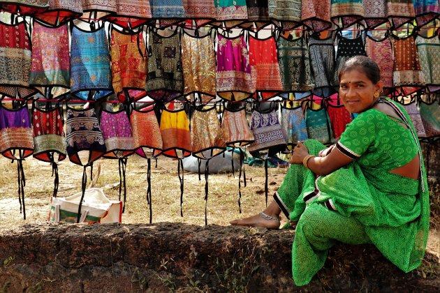 op de markt van Anjuna