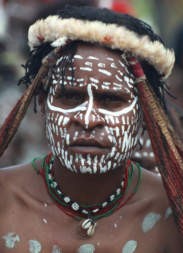 Vrouw op het Baliem festival
