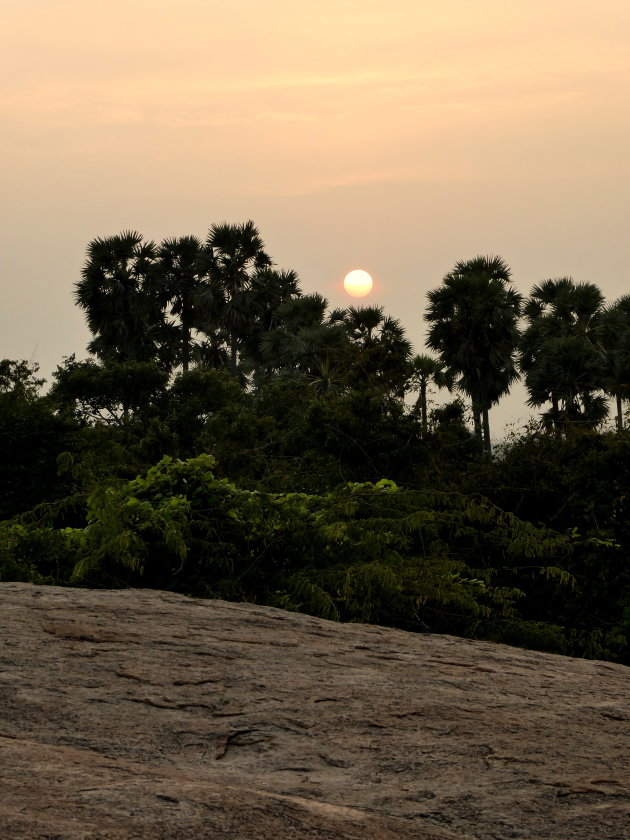 Zonsondergang op graniet