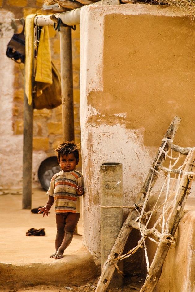 Een kleine smeerpoets in een dorp aan de rand van de woestijn.