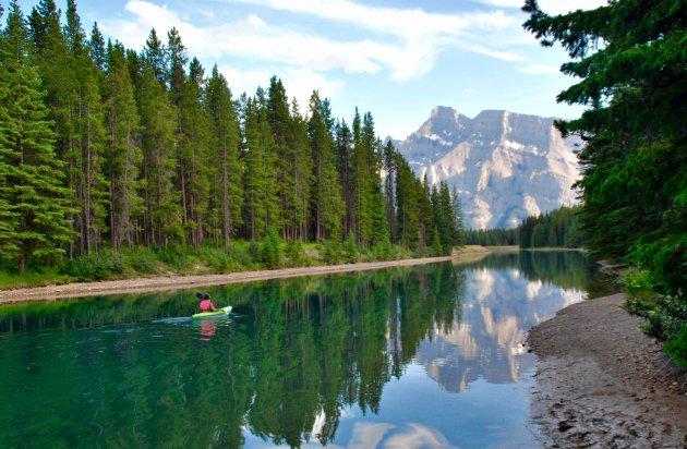 Kanoën door de Rocky Mountains