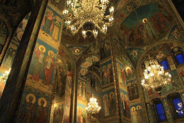 Interieur kerk van de verlosser op het bloed