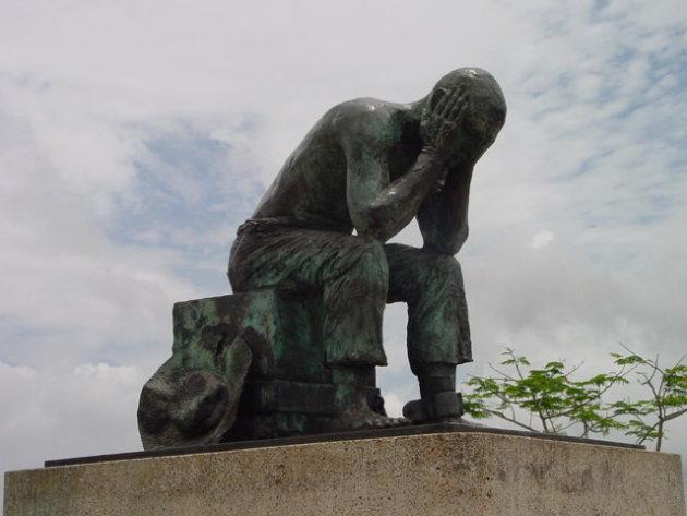 2002: Saint-Laurent-du-Maroni: standbeeld.