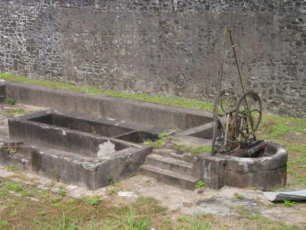 2002: Camp de la Transportation: oude waterput.