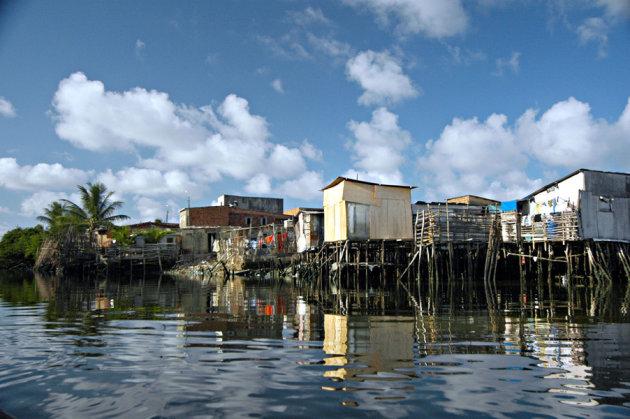 Sloppenwijk vanaf het water