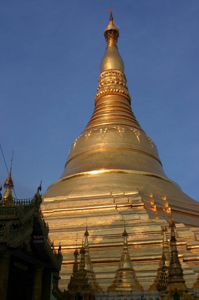 Stupa in echt bladgoud
