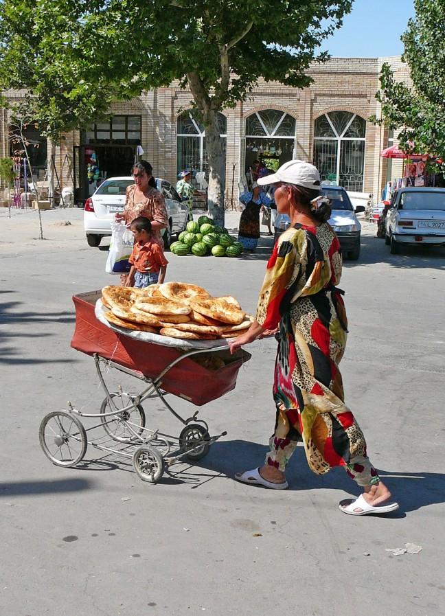 Kinderwagen vol brood