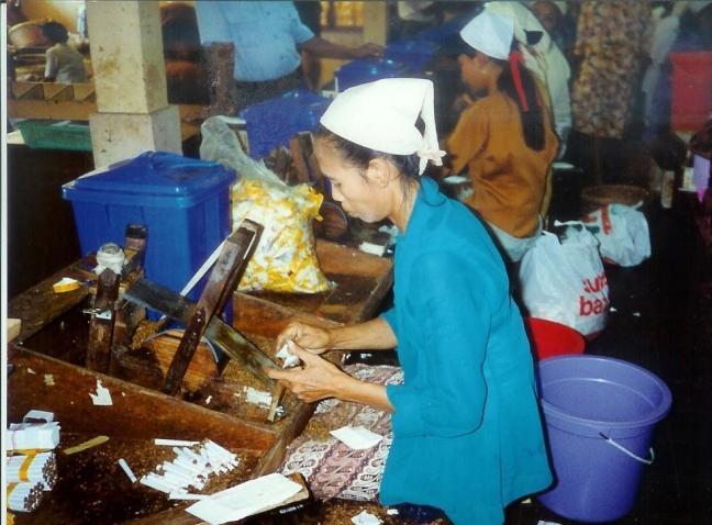 1997: Java, Semarang: kretekfabriek.