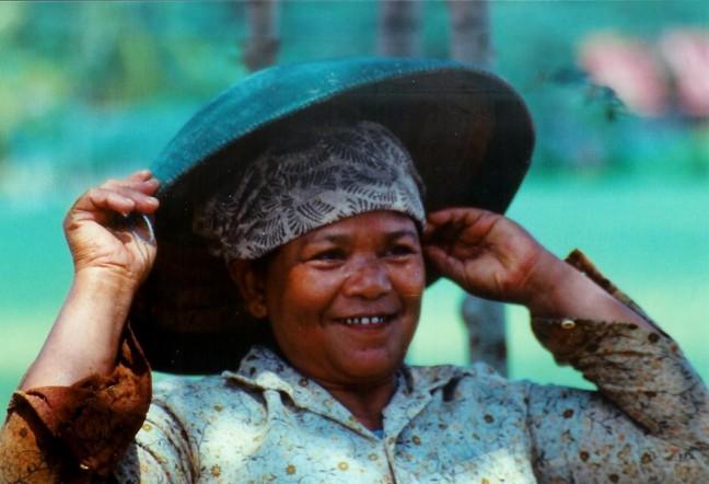 1997: Java, omgeving Cilacap: rijstplukster.