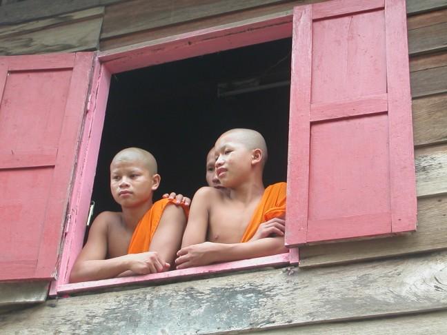 Drie monikken