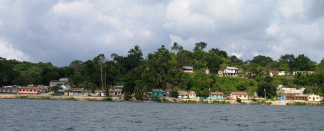 Het eiland flores in het Petén Itzá meer