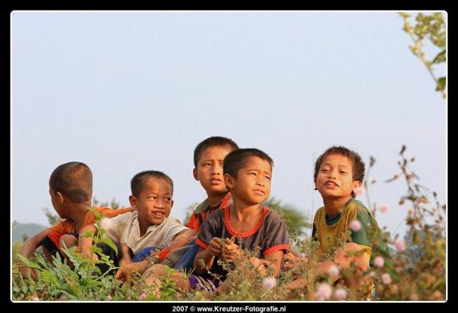 Kids langs de weg