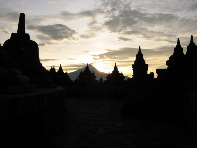 Zonsopgang vanaf de Borobudur.