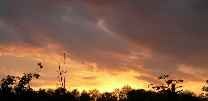 mooie ondergaande zon