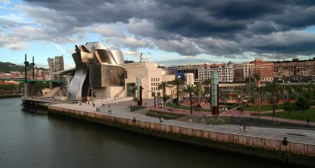 Donkere wolken boven Bilbao