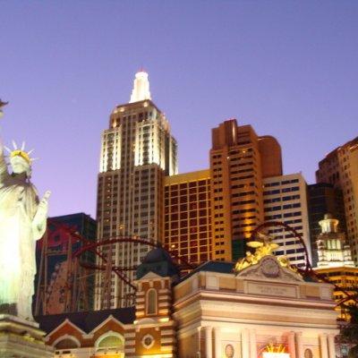 Voorvertoning Hotel New York compleet met vrijheidsbeeld en rollercoaster door
