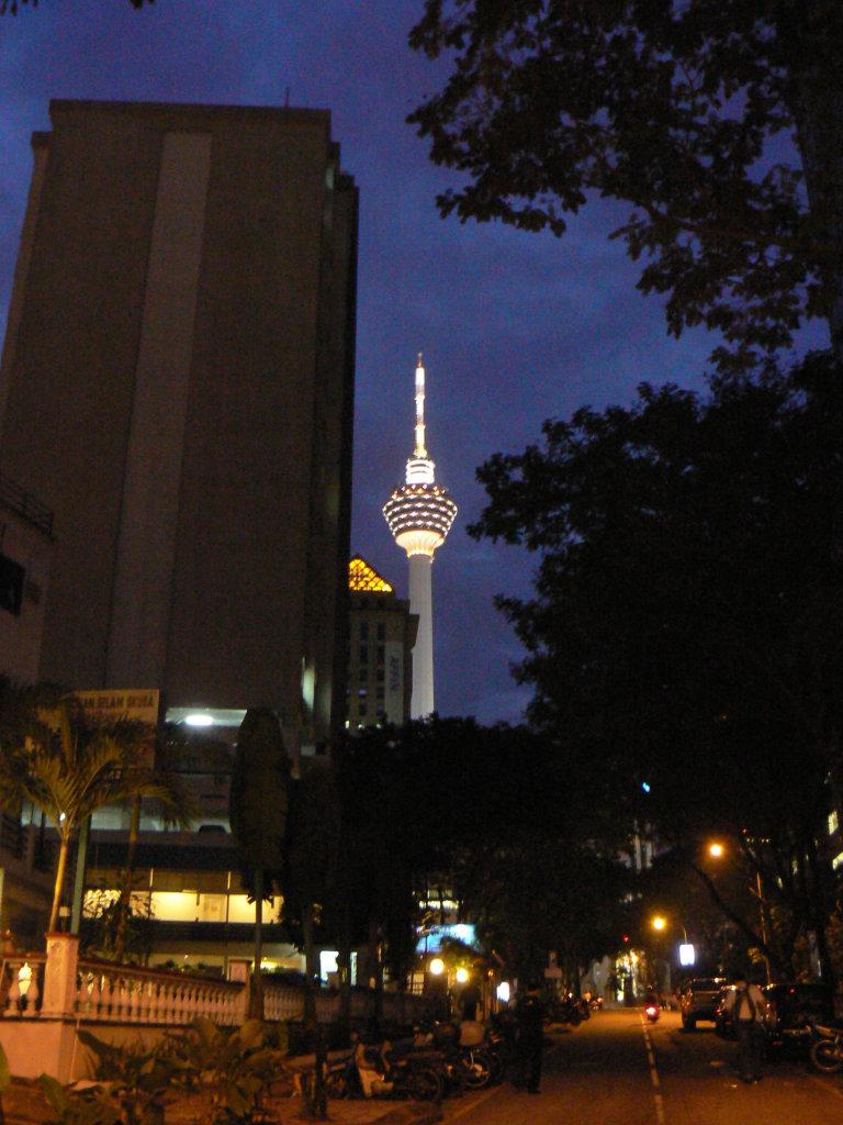 KL Tower bij zonsondergang