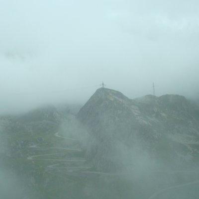 Voorvertoning Dit is een berg in Zwitserland tussen de mist