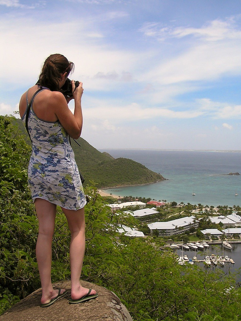 Eva alias reisreporter Lola in actie op St Maarten.