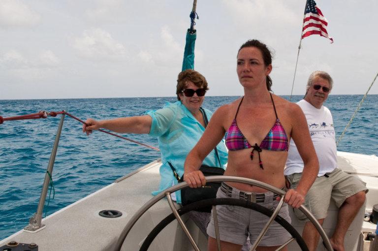 Eva alias reisreporter Lola aan het roer van Stars en Stripes, e