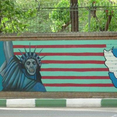 Voorvertoning Spotprent op de muur van de voormalige Amerikaanse ambassade in Teheran